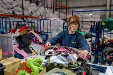 Una segunda vida para la ropa: Humana recupera en El Molar más de 10 toneladas de textil con un fin social y ambiental