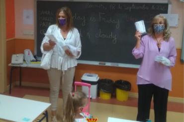 El Ayuntamiento de El Molar, a través de la Concejalía de Educación, entrega un pack de mascarillas al alumnado escolarizado en los dos colegios públicos del municipio