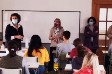 La alcaldesa de El Molar inaugura el curso escolar 2021/2022 en el CEPA Atalayas